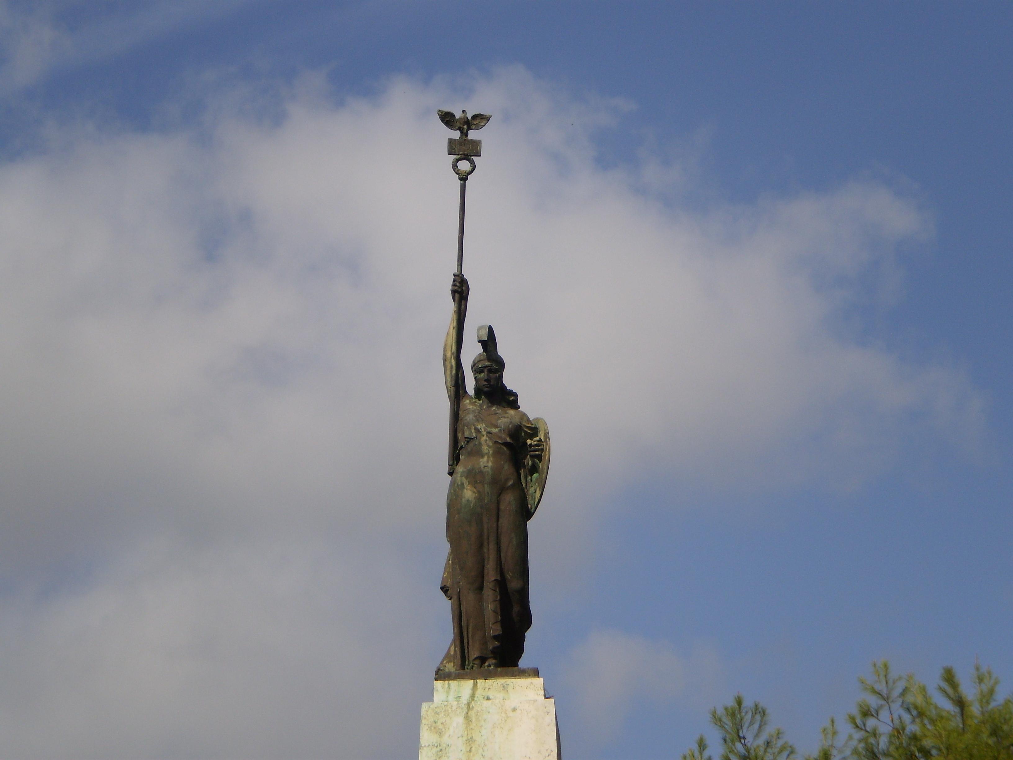 Galatina storia del monumento ai caduti della grande for Grande planimetria della camera singola storia